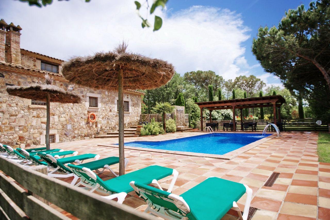 Casa rural costa brava villa la belladona sils 32 personas for Casa la villa