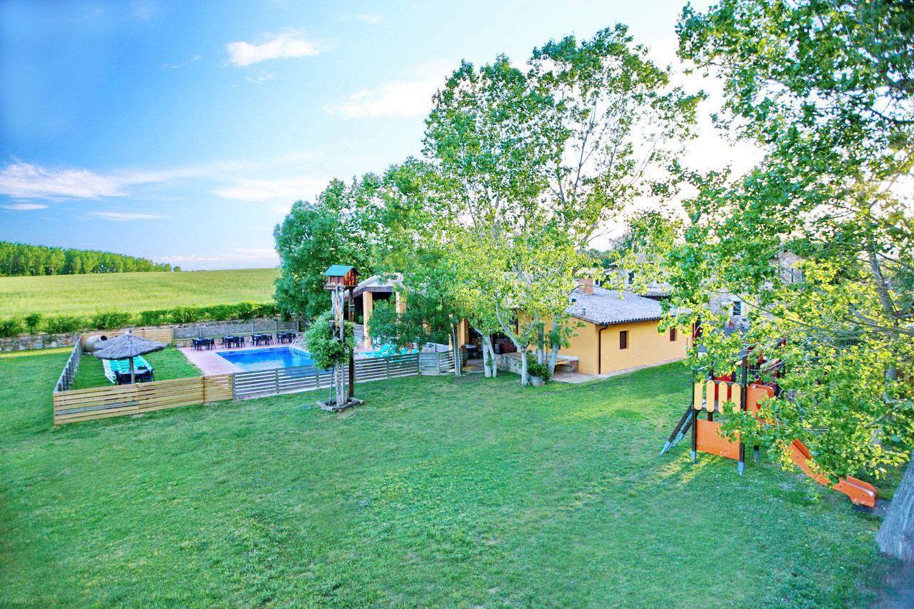 Casa rural costa brava villa mas figueres sils 32 personas for Casa rural para 15 personas con piscina